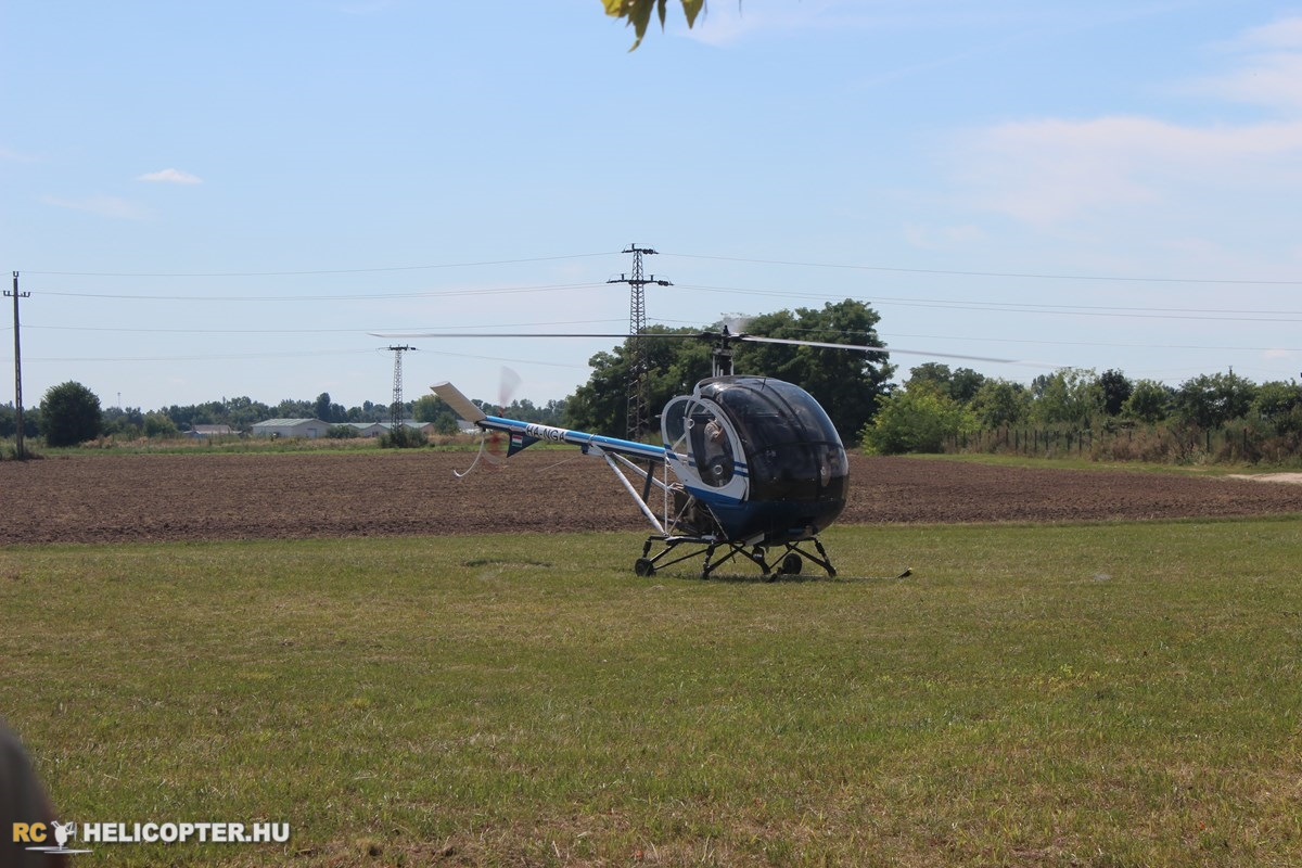 A Schweizer 300 arrives to Heliwood